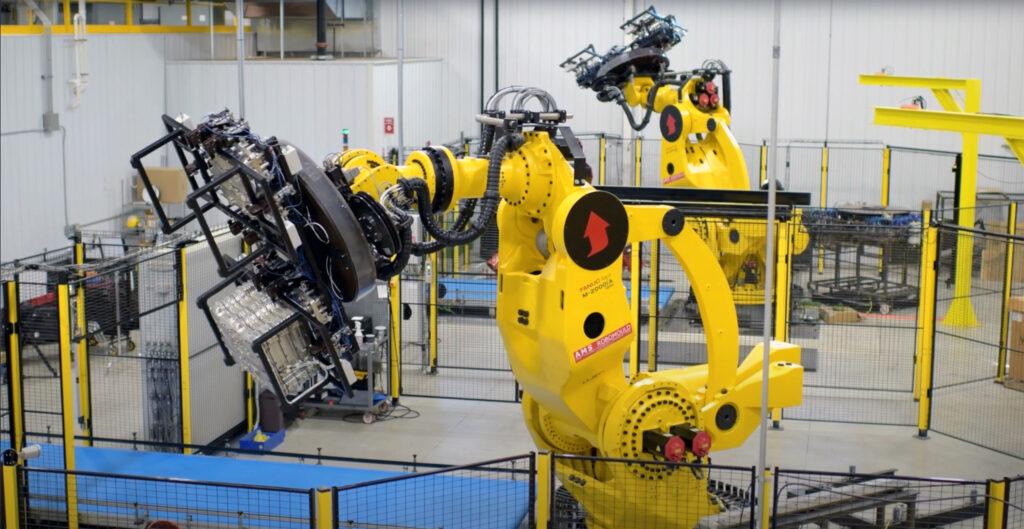 Robot arm for Robomolding